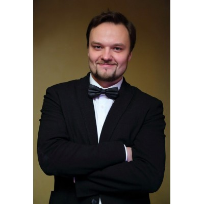 Ведущий Макс Уиннер (Max Winner)
